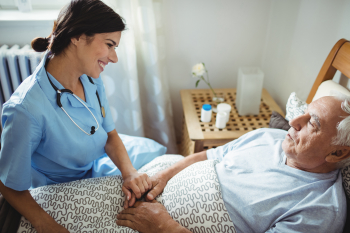 nurse smiling to the senior